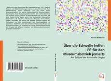 Bookcover of Über die Schwelle helfen - PR für den Museumsbetrieb jenseits der Zentren
