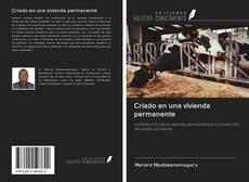 Bookcover of Criado en una vivienda permanente