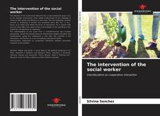 Bookcover of The intervention of the social worker